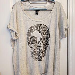 Torrid brand size 00 skull t-shirt
